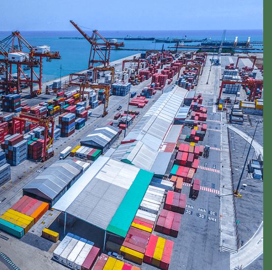 Os portos brasileiros  são essenciais para o desenvolvimento do país e concentram a distribuição de toneladas de diversos produtos de comércio nacional e internacional.